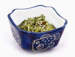 https://norikosushi.hu/media_ws/10000/2004/idx/wakame-salad-alga.jpg