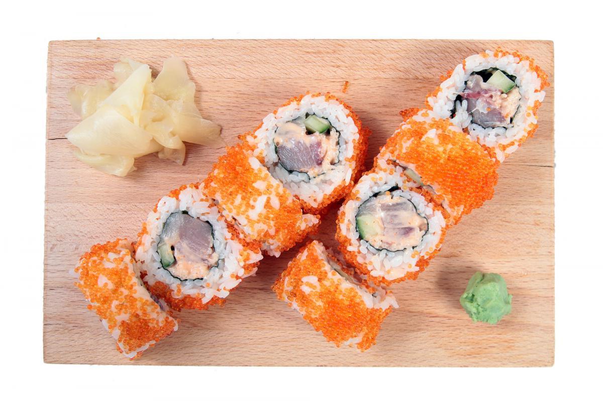 spicy tuna-hamachi uramaki