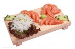 https://norikosushi.hu/media_ws/10000/2094/idx/sake-sashimi-1.jpg